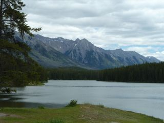 Reviews- Minnewanka Lake