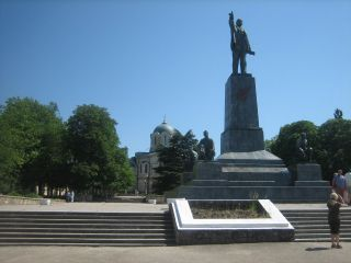Reviews- Nakhimov Monument / Nakhimov Square
