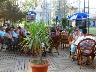 Avis - Café Bar Restaurant Ursula