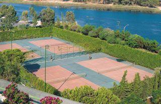 Avis - Tennisplätze Titreyengöl