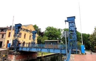 Avis - pont-levis historique