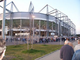 Reviews- Borussia Park, Football