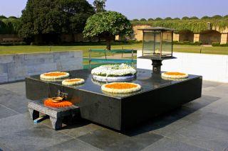 Reviews- Gandhi's cremation site Mahadma