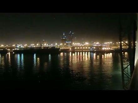 Blick von der AidaDiva nach Abu Dhabi bei Nacht